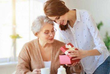 Лучшие идеи подарков на 8 марта любимой маме