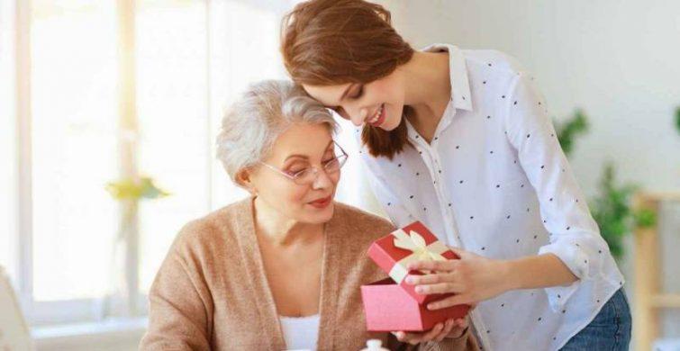 Лучшие идеи подарков на 8 марта любимой маме itemprop=