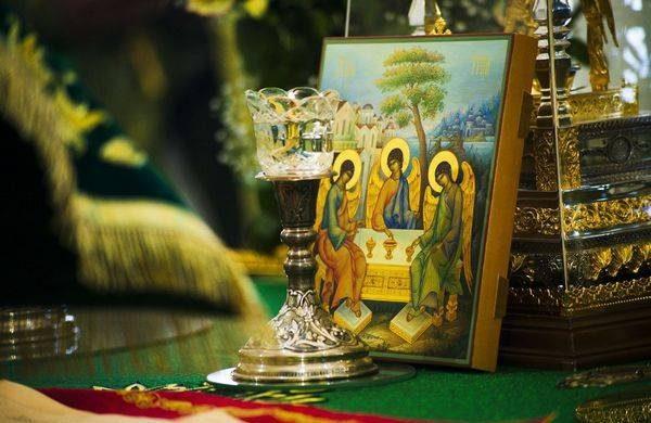Что нельзя делать и что можно в Духов день после праздника Святой Троицы itemprop=
